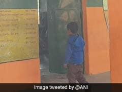 योगी आदित्यनाथ को खुश करने की कवायद? सरकारी सर्कुलर के बाद करीब 100 स्कूलों को रंगा भगवा