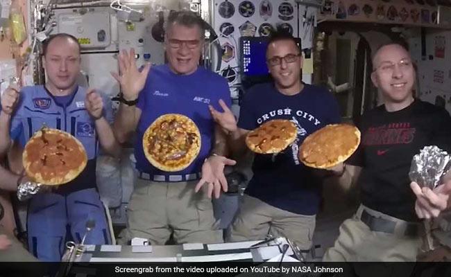 Video: अंतरिक्ष में एस्ट्रोनॉट ने कुछ इस तरह बनाया पिज्जा, जमकर हुई पार्टी