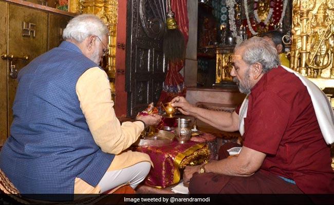 pm modi in ambaji temple twitter 650