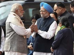 PM Modi Reaches Out To Manmohan Singh, With A Warm Handshake