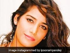 पूनम पांडेय ने कुछ इस अंदाज में मनाया क्रिसमस, Video हो गया Viral