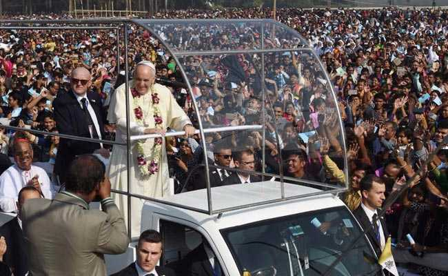 Pope Francis Prays Alongside Rohingya Muslim Refugees During Trip To Bangladesh