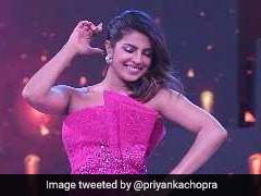 Priyanka Chopra's <I>Dil Dhadakne Do</i> Reunion While Dancing At Award Show