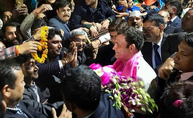 Fireworks, Handshakes And Garlands Welcome Rahul Gandhi At His Delhi Residence