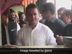 In Break From Hectic Campaigning In Gujarat, Rahul Gandhi Stops At <i>Pav Bhaji</i> Stall