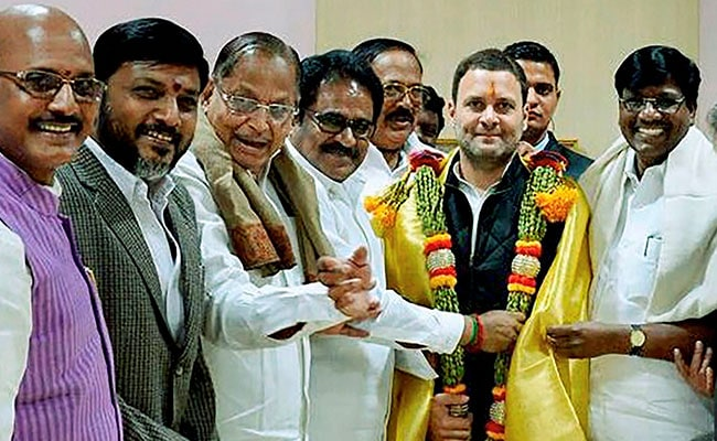 Maharashtra Congress backs Rahul's elevation as party's prez