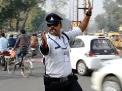 मिलिए भारत के 'माइकल जैक्सन' से, जो मूनवॉक कर करता है ट्रैफिक कंट्रोल
