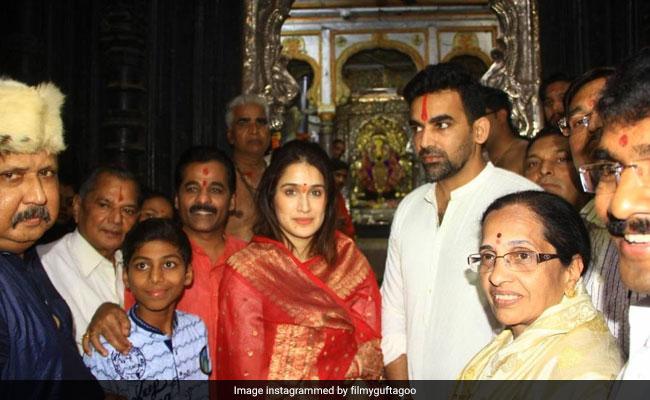 Sagarika Ghatge And Zaheer Khan Visit Mahalaxmi Temple. See Pics