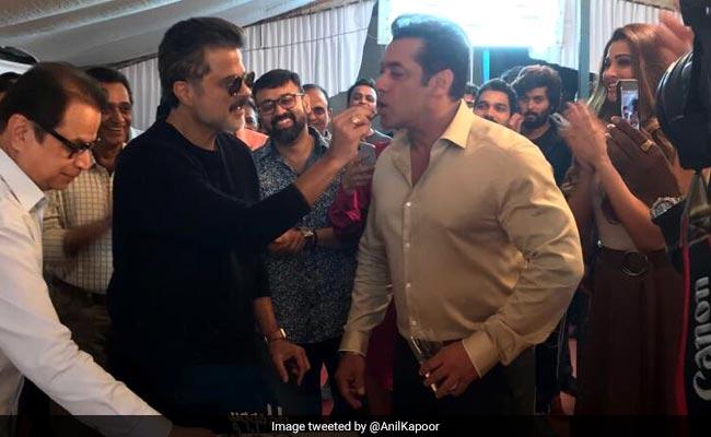 Tiger Salman Khan Birthday: ये क्या जन्मदिन से पहले ही केक खाते नजर आए सलमान!