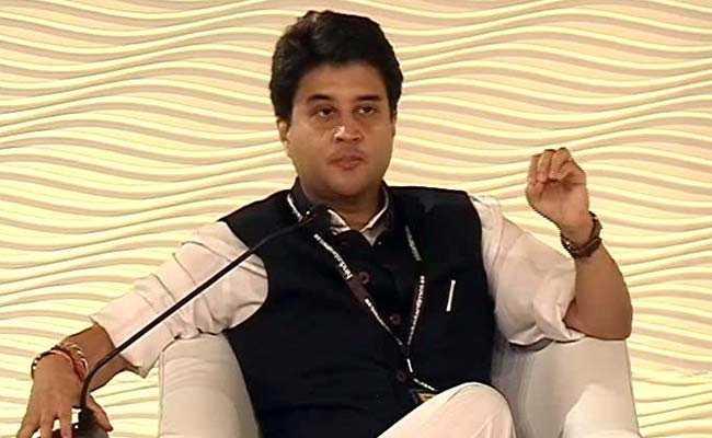 देश के लोग त्रस्त, मोदी सरकार में बीजेपी नेता और मंत्री मस्त : ज्योतिरादित्य सिंधिया