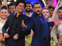 Shah Rukh Khan Sings A Birthday Wish For Salman Khan