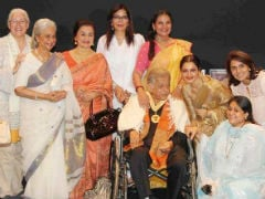 Recap: Shashi Kapoor With 8 Heroines In Epic Photo