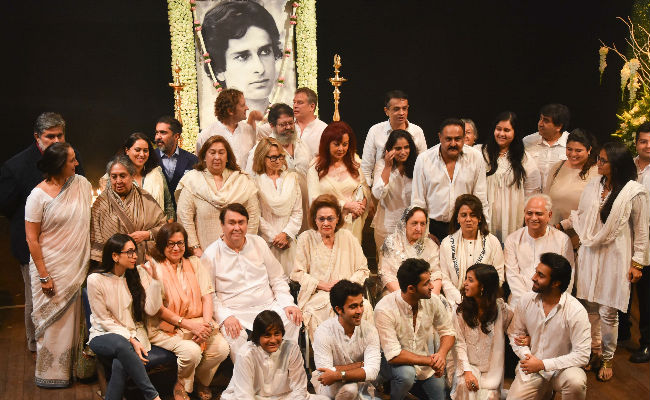 From Shashi Kapoor's Prayer Meet, A Kapoor Family Pic To Remember For A Lifetime