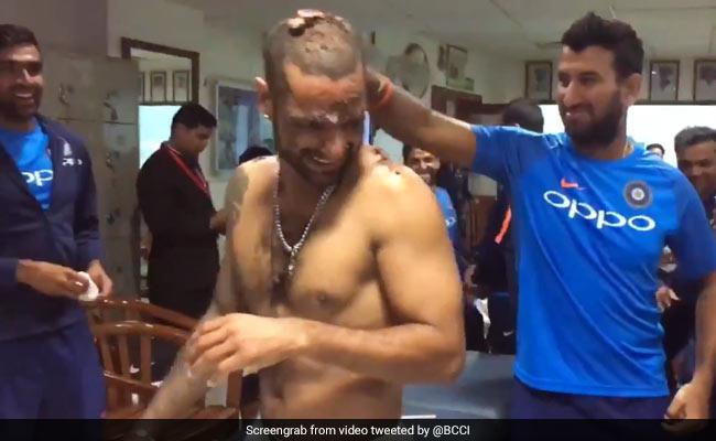 VIDEO: मैच खेलने के बाद टीम इंडिया ने की पार्टी, पुजारा ने की ये शरारत
