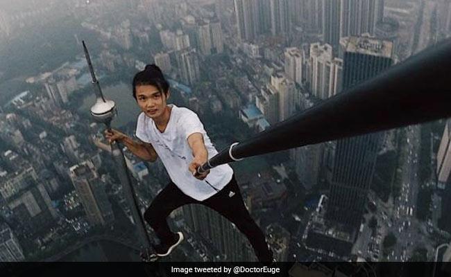 खतरनाक स्टंट करते हुए 62 मंजिला इमारत से गिरा स्टंटमैन, खुद के कैमरे में रिकॉर्ड हो गई मौत