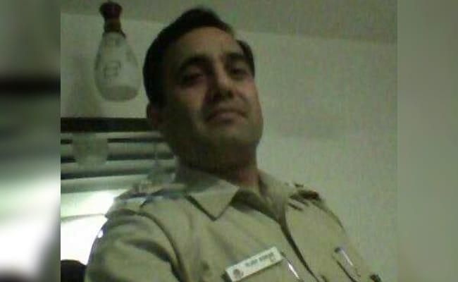 दिल्ली पुलिस का सब इंस्पेक्टर 1.20 लाख रुपये की रिश्वत लेते हुए रंगे हाथों गिरफ्तार