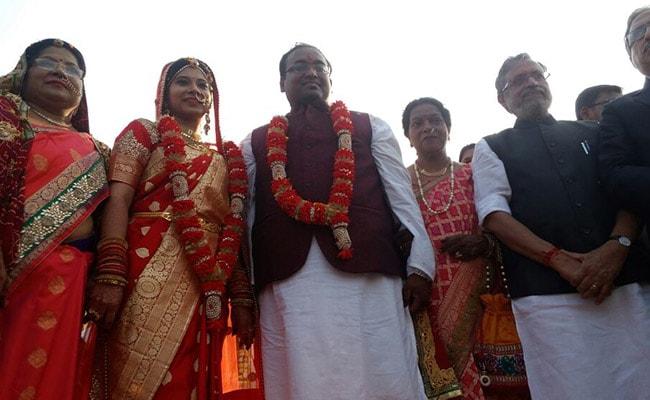 बिहार के डिप्टी सीएम सुशील मोदी के बेटे उत्कर्ष की शादी दे गई कई संदेश