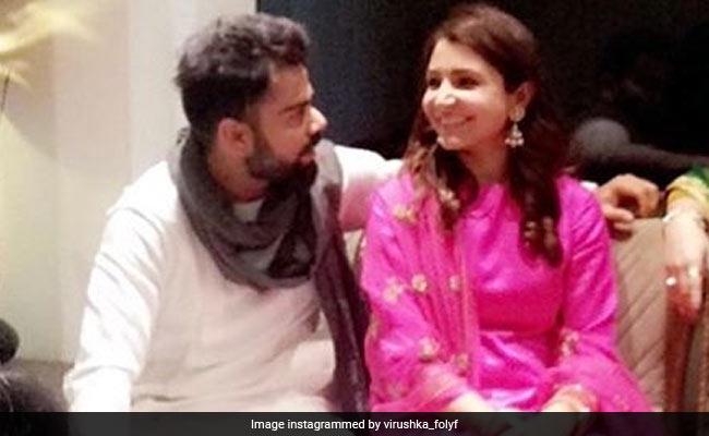 ससुराल पहुंचीं अनुष्का शर्मा, पिंक सूट में आईं नजर, विराट भी दिखे शेरवानी में