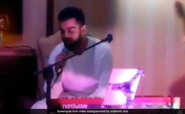 VIDEO: कॉकटेल पार्टी में विराट ने गाया गाना, देखिए कितनी इमोशनल हो गईं अनुष्का