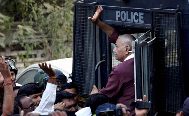 Yashwant Sinha Calls Off Farmers' Protest After Talks With Maharashtra Chief Minister