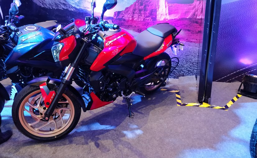 2018 bajaj dominar red