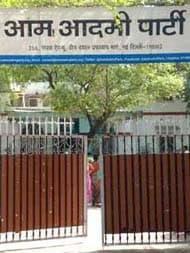 गोवा में पर्रिकर के स्मारक का निर्माण कार्य टाला जाए, उप मुख्यमंत्री पद खत्म किए जाएं: AAP