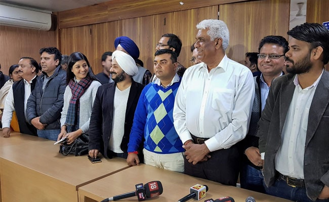 High Court Orders Day-To-Day Hearing Of AAP Lawmakers Disqualification Case