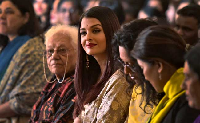 Aishwarya Rai Bachchan Receives First Ladies Award In Delhi. See Pics