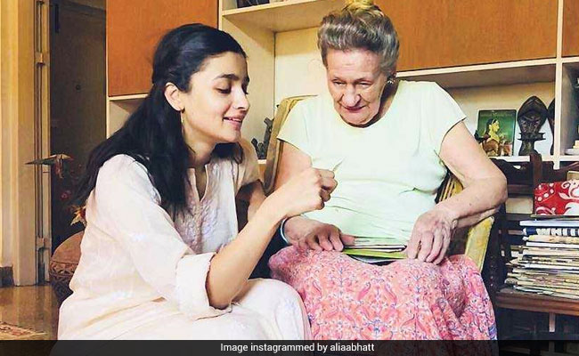 Alia Bhatt's Pic With Her Grandma Is Giving Us Feels
