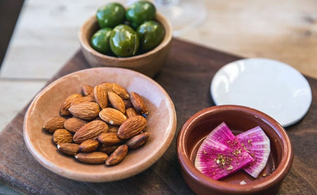 Almonds A Day Keep The Skin Doctor Away: 5 Beauty Benefits