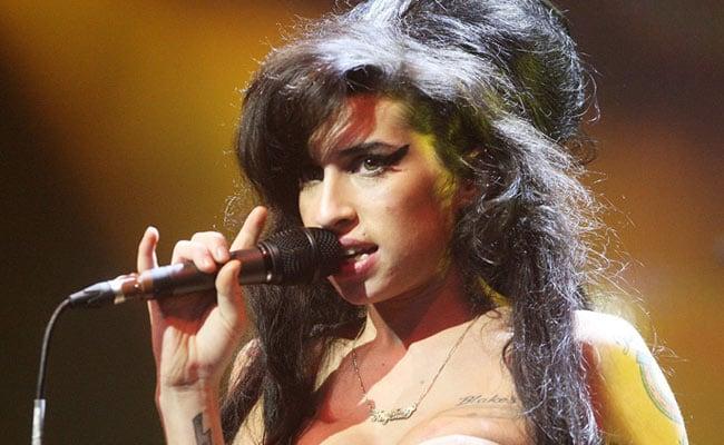 Amy Winehouse के पिता का दावा: भूत बनकर उनसे मिलने आती है सिंगर बेटी