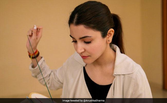 Anushka Sharma ने शादी के बाद उठाया 'सुई धागा', करने लगी सिलाई-कढ़ाई