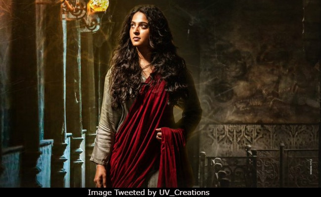 Anushka Shetty Welcomes New Year With This Bhaagamathie Poster