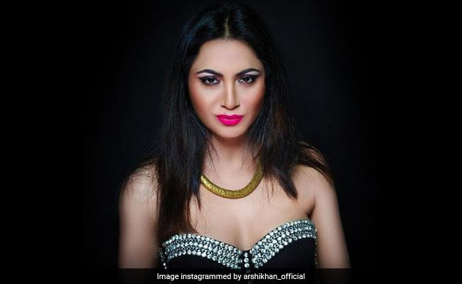 Bigg Boss 11 कंटेस्टेंट अर्शी खान के हाथ लगा बड़ा मौका, बॉलीवुड में यूं करने जा रही हैं एंट्री