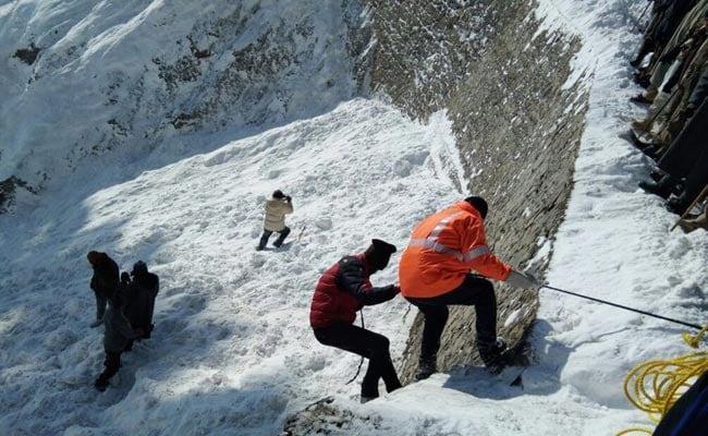 11 Dead After Avalanche In Jammu And Kashmir's Kupwara