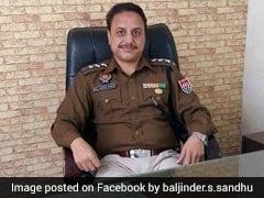 पंजाब में छात्रों के प्रदर्शन के दौरान पुलिस अधिकारी ने खुद को गोली मारी