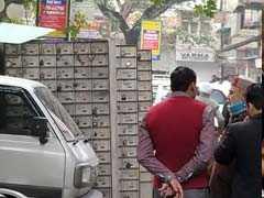 दिल्ली में सीलिंग : सैकड़ों लोगों की जमा पूंजी फुटपाथ पर, दरबदर बैंक लॉकर