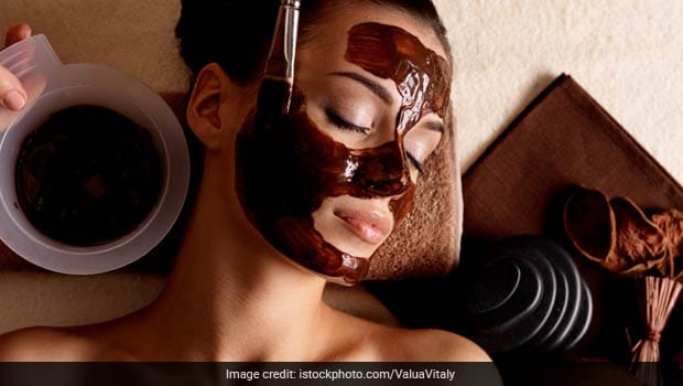 Here's How You Can Make Homemade Chocolate Face Pack