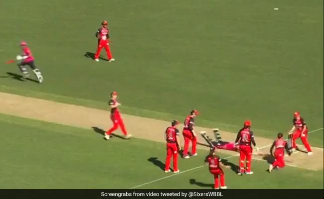 VIDEO: जीत के जश्न में गेंद उछाली...और टाई हो गया मैच, जानें बिग बैश लीग के इस मैच में क्या हुआ
