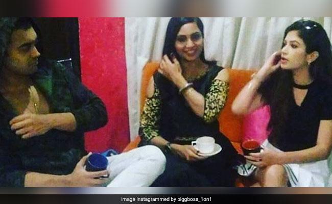 Bigg Boss 11: Post-Eviction, Luv Tyagi Hangs Out With Arshi Khan And Bandgi Kalra