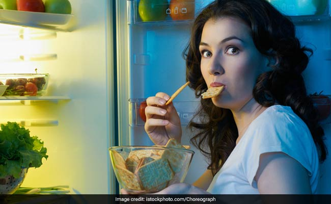 Weight Loss Tips: Does Eating Late At Night Cause Weight Gain?