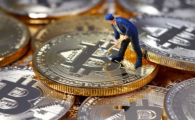 Bitcoins Prices Slide 9% To $9,000 On Arun Jaitley's Warning Against Cryptocurrencies