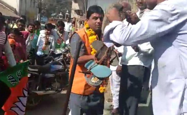 BJP Candidate Greeted With Garland Of Shoes In Madhya Pradesh
