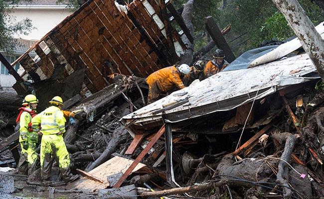 कैलिफोर्निया में आई बाढ़, मिट्टी धंसने से 17 की मौत