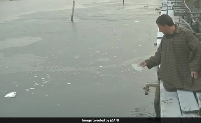 Srinagar At Minus 6 Degrees For Third Straight Day, Dal Lake Partially Frozen