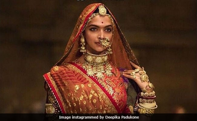 'Padmaavat': Deepika Padukone Gets Flowers And A Note From Neetu And Rishi Kapoor