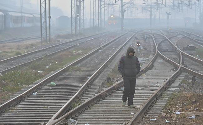 कश्मीर और हिमाचल में कड़ाके की ठंड, कोहरे से रेल सेवा प्रभावित
