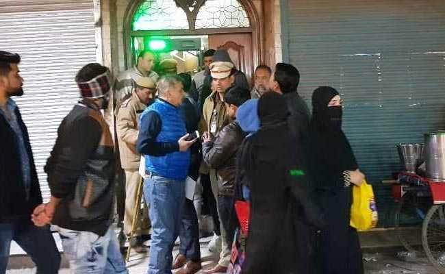 मथुरा में एक संदिग्ध की गिरफ्तारी, दिल्ली की जामा मस्जिद के होटलों पर पुलिस के छापे