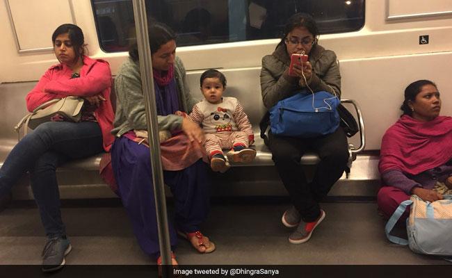 दिल्ली मेट्रो में अपनी मेड को फर्श पर बैठानी वाली महिला ने बताई Viral Photo की असलियत