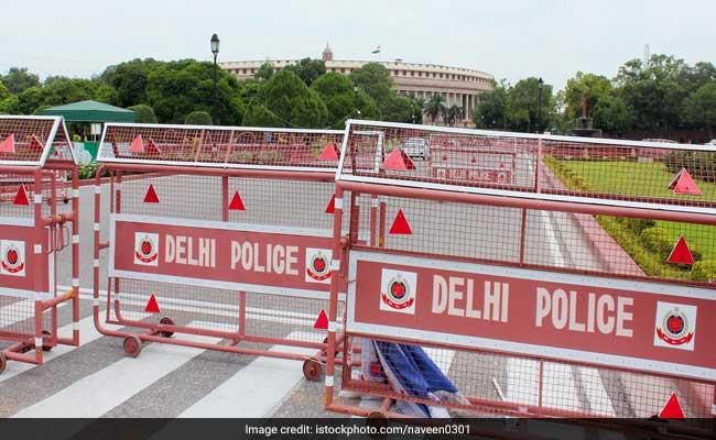 दिल्ली पुलिस और मेवाती गैंग के बीच मुठभेड़ में12 राउंड चली गोलियां, दो बदमाश पकड़े गए